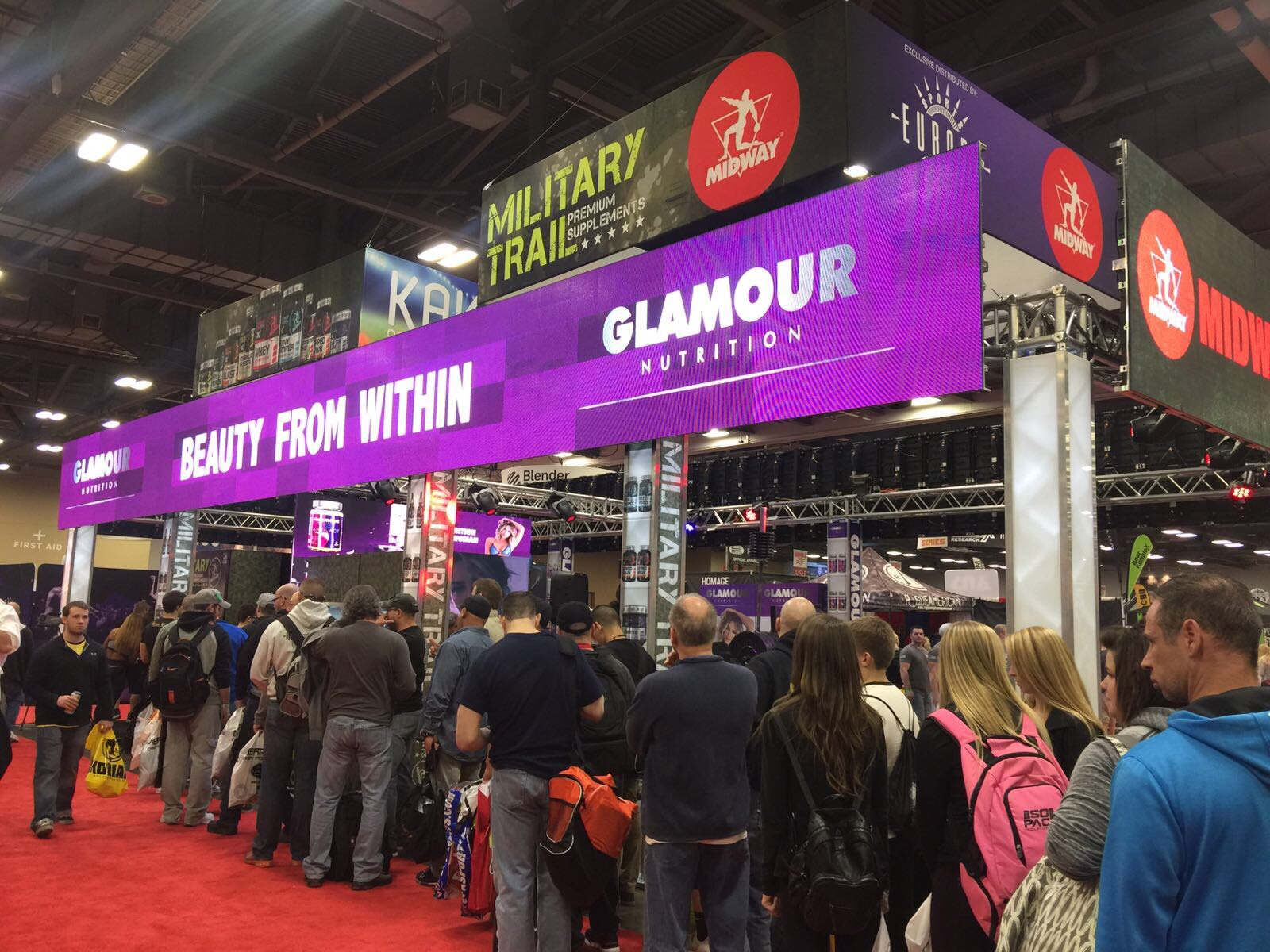 People lining up outside Glamour Nutrition Booth to check<br /> out the products and giveaways.