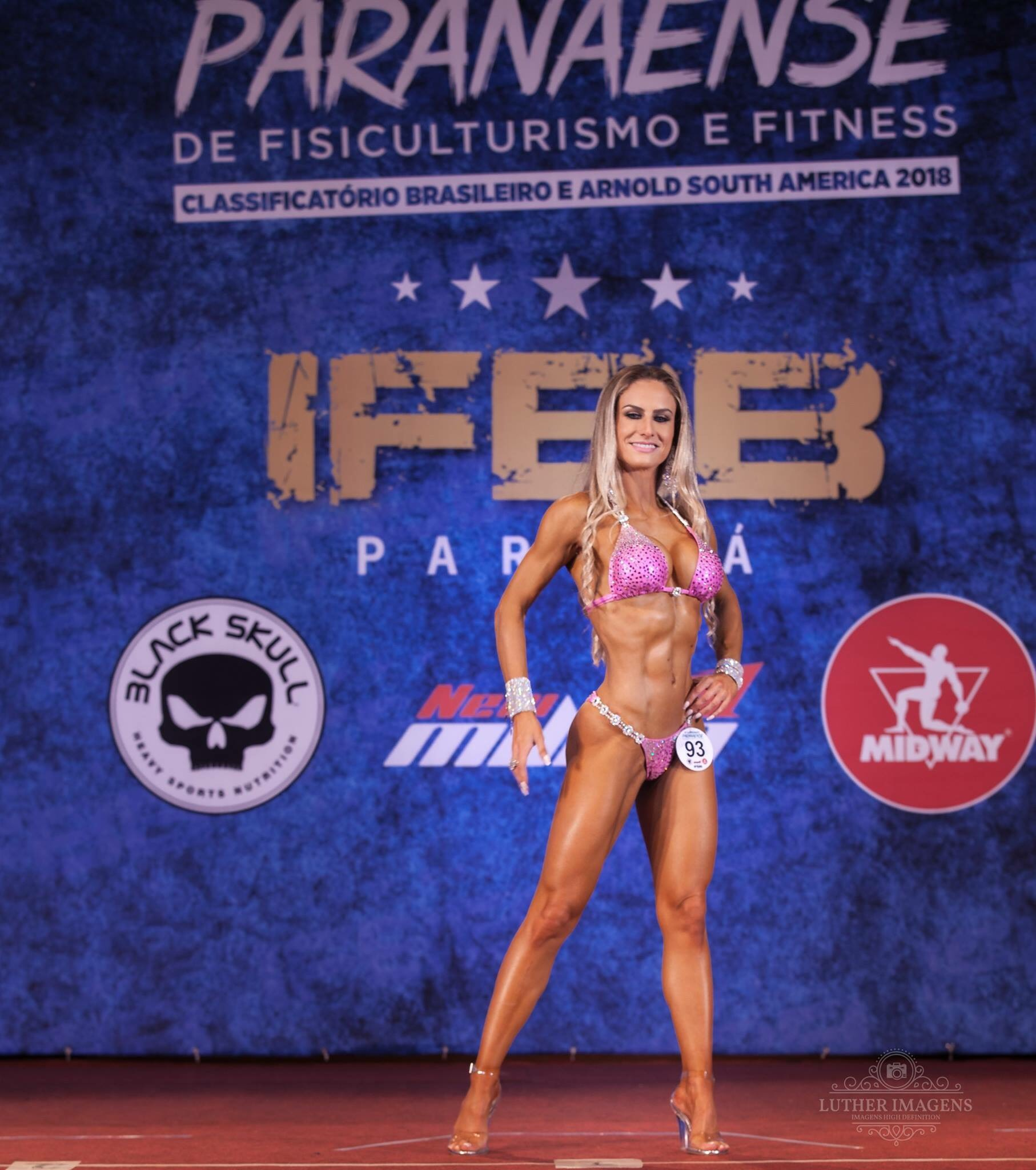 contestant athlete at IFBB Paraná Brasil sponsored by midway labs